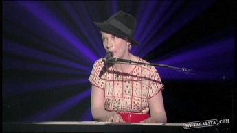 "Annie Lennox ""Little Bird"" (2009)"