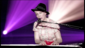 "Annie Lennox ""Don't Let It Bring You Down"" (2009)"
