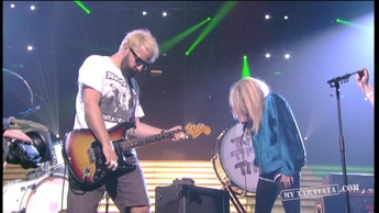 "The Ting Tings ""Should I Stay Or Should I Go"" (2012)"