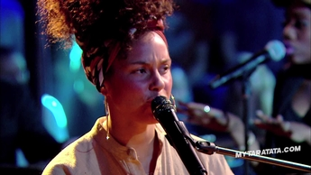 "Alicia Keys ""How Come You Don't Call Me"" (Prince) (2016)"